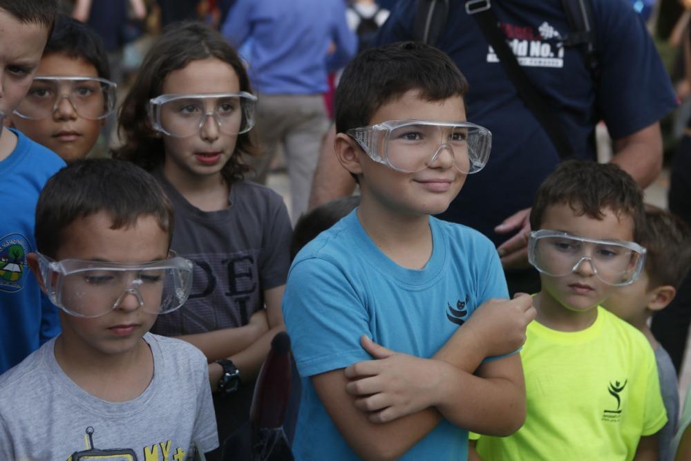 מדענים צעירים וסקרנים בפעילויות הרשות לקהילה ולנוער